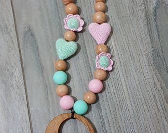 feeding & teething necklace pampers