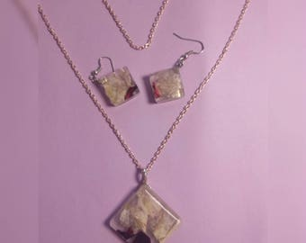 Elegant jewelry set with real flowers, necklace with earrings, real flowers
