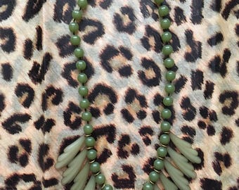 Beautiful Vintage Green bead necklace