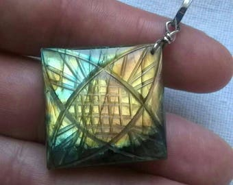 Beautiful 87 carat carved-hand-carved pendant, natural 100% and silver 925