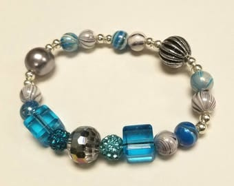 Blue and silver swirl bead bracelet,  stretchy