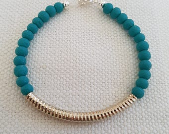 Teal bead bracelet with silver plated detail