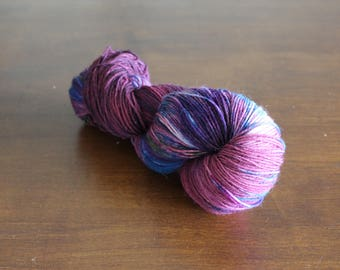 Handdyed yarn, sock yarn, fingering weight, yarn, socksanity, socksanity Ah Puch, red, bourgondy, blue. pink