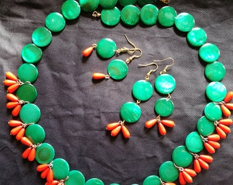 Retro Kitch Necklace And Earring Set
