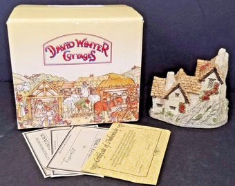 David Winter Cottages Green Dragon Pub Main Collection with Box 1983 John Hine