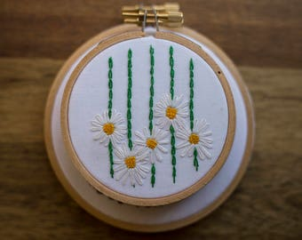Daisy Chain Hand Embroidered 3' Hoop