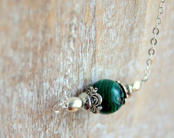 Chain and Pearl Necklace with green malachite gemstone