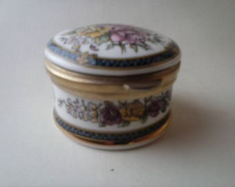 VINTAGE Ayshford fine bone china trinket box/jewellery box/pill box