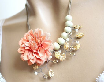 Salmon and ceramic Flower necklace beige