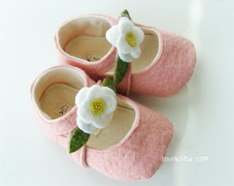 35 Lilly Baby Mary Janes PDF Pattern