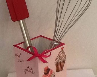 pot for kitchen utensils or pastry theme crayon