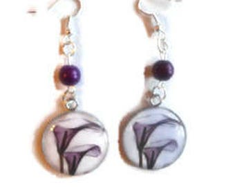 """Cabochon earrings / """"Flower of arum"""" Purple tones / gift / birthday / mothers/thanks/Christmas party"""