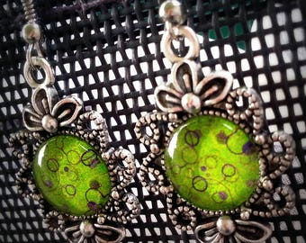 Earrings Freshy Green 12mm Green patterns sour, old silver tone glass cabochons