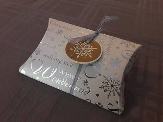 pochette noel pochette cadeau noel emballage cadeau noel. Black Bedroom Furniture Sets. Home Design Ideas
