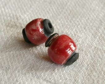 set of 2 beads in red glazed pottery
