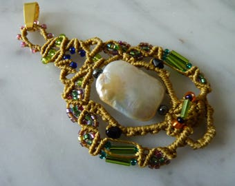 Pendant with genuine baroque Freshwater Pearl