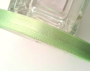 Ribbon green satin with water - 25 m - 6mm T41