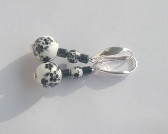 Small loops in porcelain and fine hematite stone