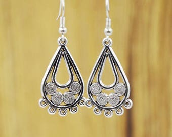 Silver earrings 1 lovely pair of support, support prints 5 rings to decorate