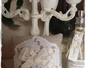 Petit coussin senteur: mini napperon, petit noeud platre parfumé