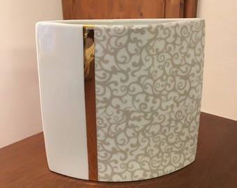 Japanese porcelain 2 sided oval