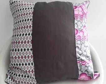 Cushion cover 40 x 40 cm grey dark; pattern geometric fuchsia
