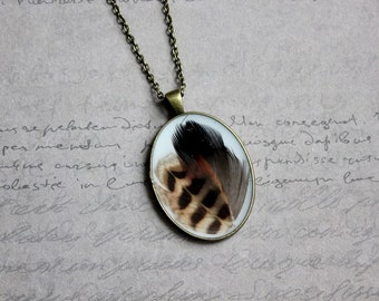 Necklace + pendant Oval large FORMAT in 2 feathers and resin