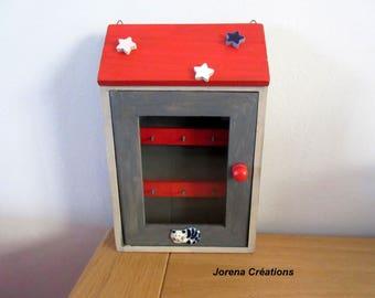 """Cottage"" key box with sleeping cat"
