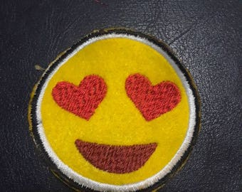 In love emotij iron on embroidery patch
