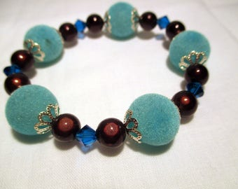 The touch velvet and swarovski pearl bracelet
