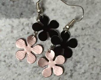 Flower Earrings capsule 5 black and light pink petals