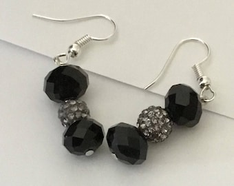 black glassbead with coral stone pendant  with earrings