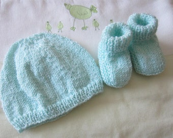 """Set hat and booties """"birth"""" pastel green"""