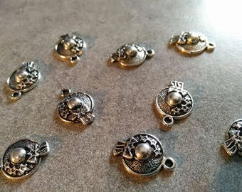 2 charms Hat vintage 19 x 13 mm