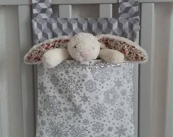Rangement chambre bébé/enfant en tissu pour lit ou table à langer. Sac à doudou, à pyjama. Sac à poussette/landau. Blanc flocons et gris.