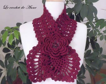Scarf in Burgundy, adorned with a flower brooch!