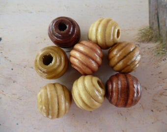 round wood 15 mm ribbed shades of beige set of 8 beads