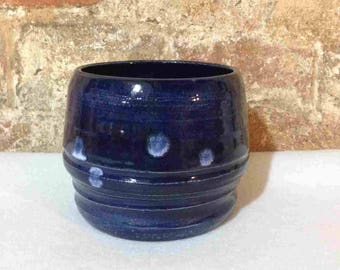 Dark blue bowl with ridges