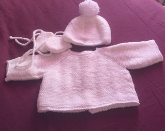 White sweater/hat and gloves set