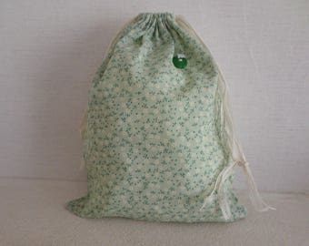 Pouch with green and off-white flowers