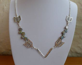 "Mid-length ""arrow"" necklace"