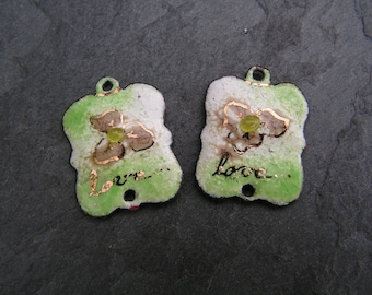 """charms in enameled copper (hot) connectors, white, green, beige, gold """"love"""""""