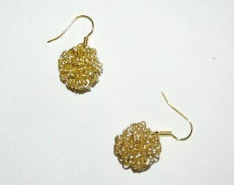 Gold wire dangle earrings