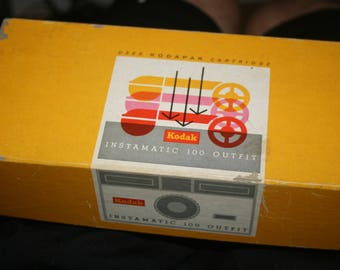 Kodak Instamatic 100 Outfit (Original Box) w/ Bulbs