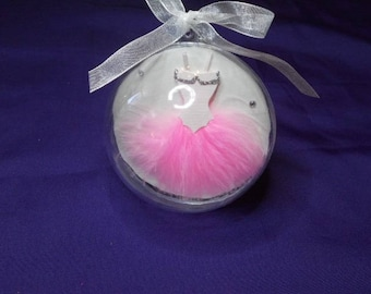 room or big balls for 3D effect christening table decoration