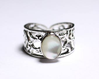 N224 - Ring 925 sterling silver and iridescent white shell oval 9x7mm