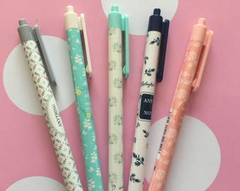 Ballpoint Retractable Pens - Blue Ink - in Quilt Pattern