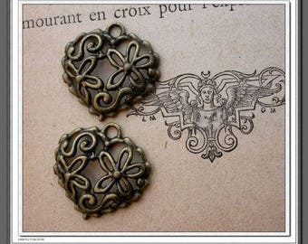 Set of 4 beads charm pendant - filigree heart - bronze Metal.