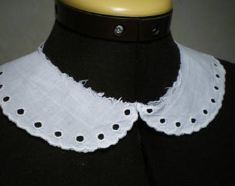 White, scalloped eyelet collar