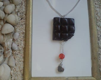 Original necklace with this realistic chocolate croquerre tabette greed